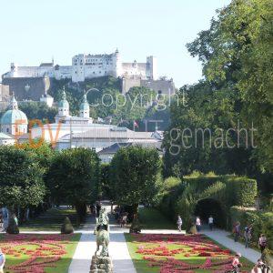 Salzburg und Schlossgarten Mirabell